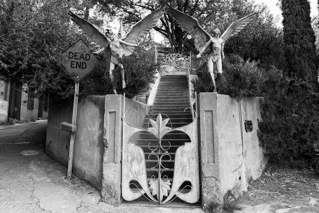 Dead end gate