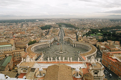 Friday_Popeworld_Bernini_s_Piazza_and_Rome