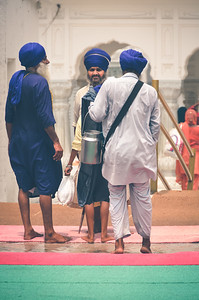 The blue turbans under the sun