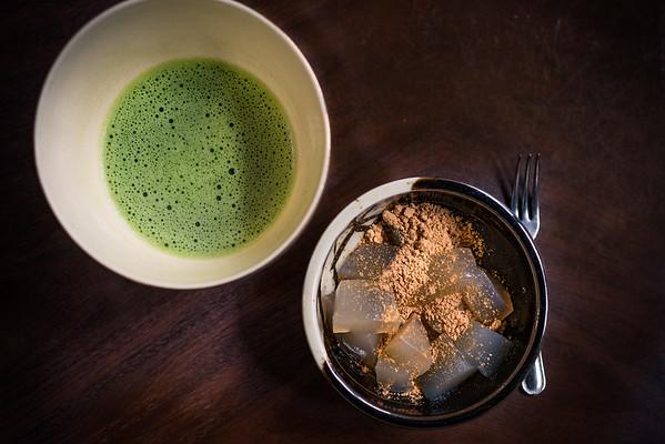 Warabi mochi and thick green tea