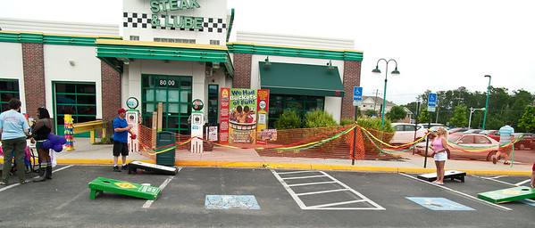 Quaker Steak & Lube Cinco De Mayo Party 2012