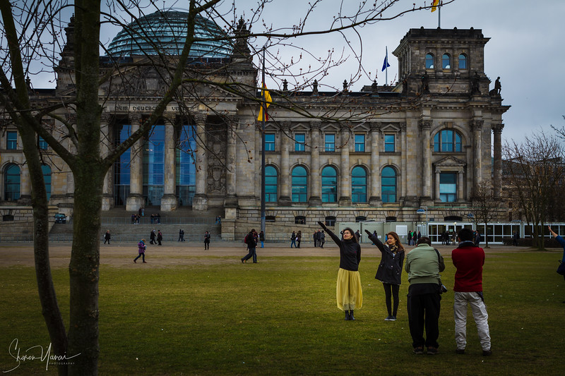 People in front of the Reichstag Building 2016
