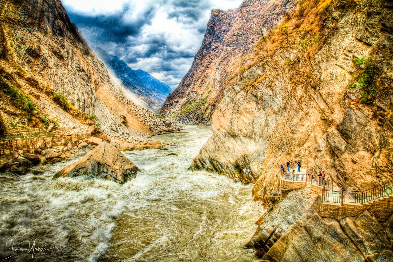 Tiger Leaping Gorge, Yunnan, China (HDR)