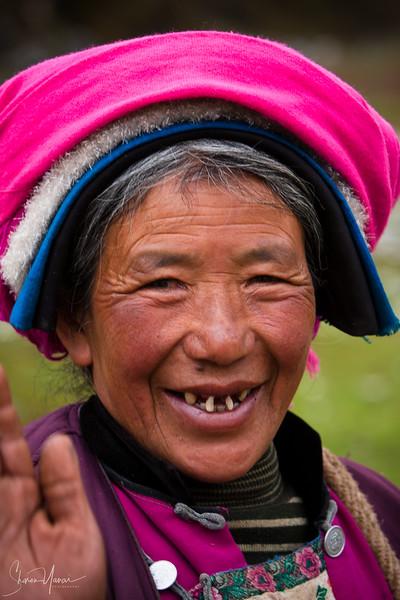 טיבטית בכפר בדרך להרים, שנגרילה, סין