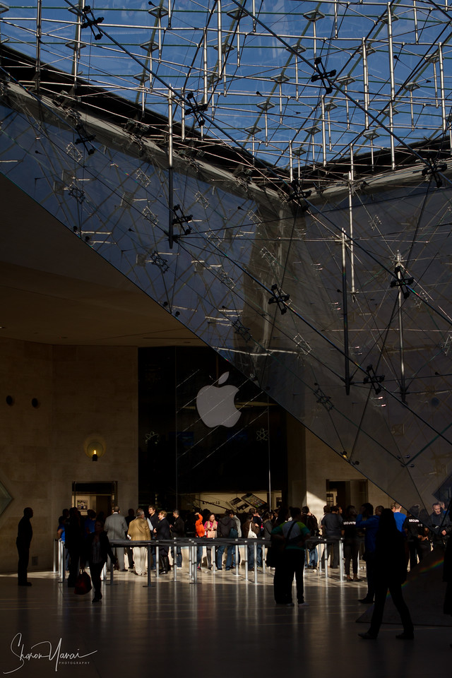 Apple store, Louvre shopping center, Paris, France