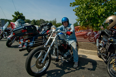 Hooters Fredericksburg_092009_0079