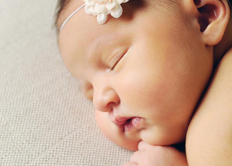 Hollis newborn 08