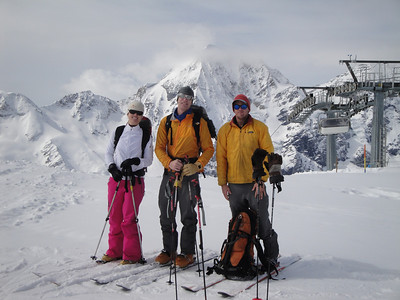 Erica, Gregor and Rick as we leave the lifts and begin our 7 day tour.