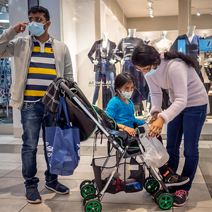112720_1099_Shoppers