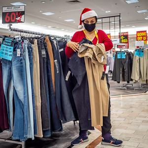 112720_1192_Shoppers