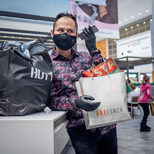 112720_1242_Shoppers