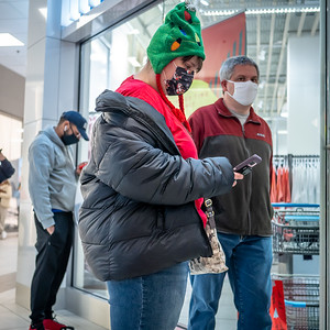 122020_4616_Shoppers