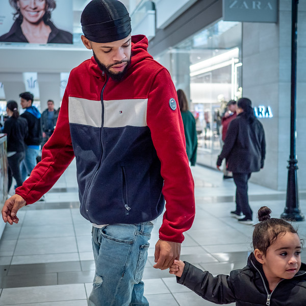 122318_7102_Shoppers