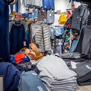 122318_7180_Shoppers