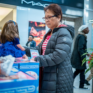122416_6204_Shoppers