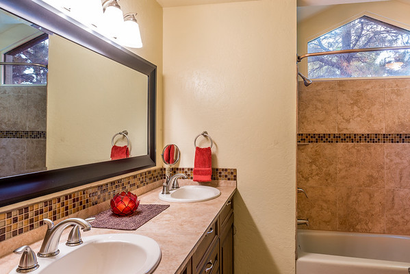 Master Suite 1 Bathroom