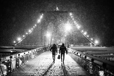 NY_Snowy_Bridge_shoppers