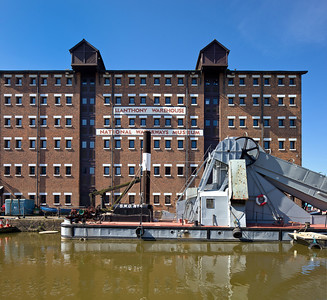 011-glos-docks