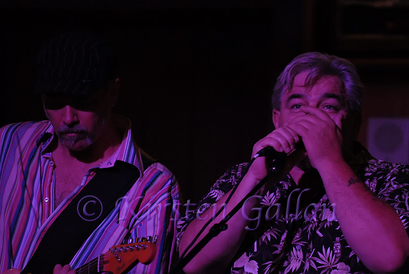 Guest singer Chet Cannon with Steve Burns.