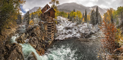 River house, Colorado, USA