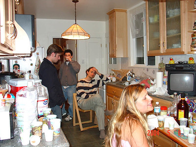 Random pic of pple chilling in kitchen
