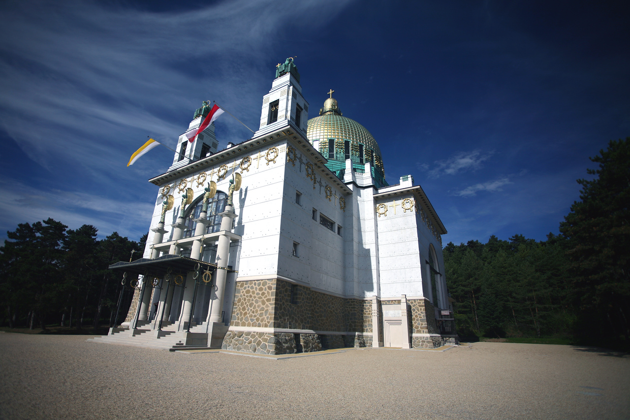 On one Saturday I trekked out to St. Leopold am Steinhof, a church designed by the great Vienniese architect Otto Wagner for the Vienna insane assylum. The church is a Jugendstiel powerhouse, exhibiting Moser mosaics and stained glass. The experience was all the more impressive because an extensive restoration had just been finished and everything sparkled as it had the day the church was opened in 1908.