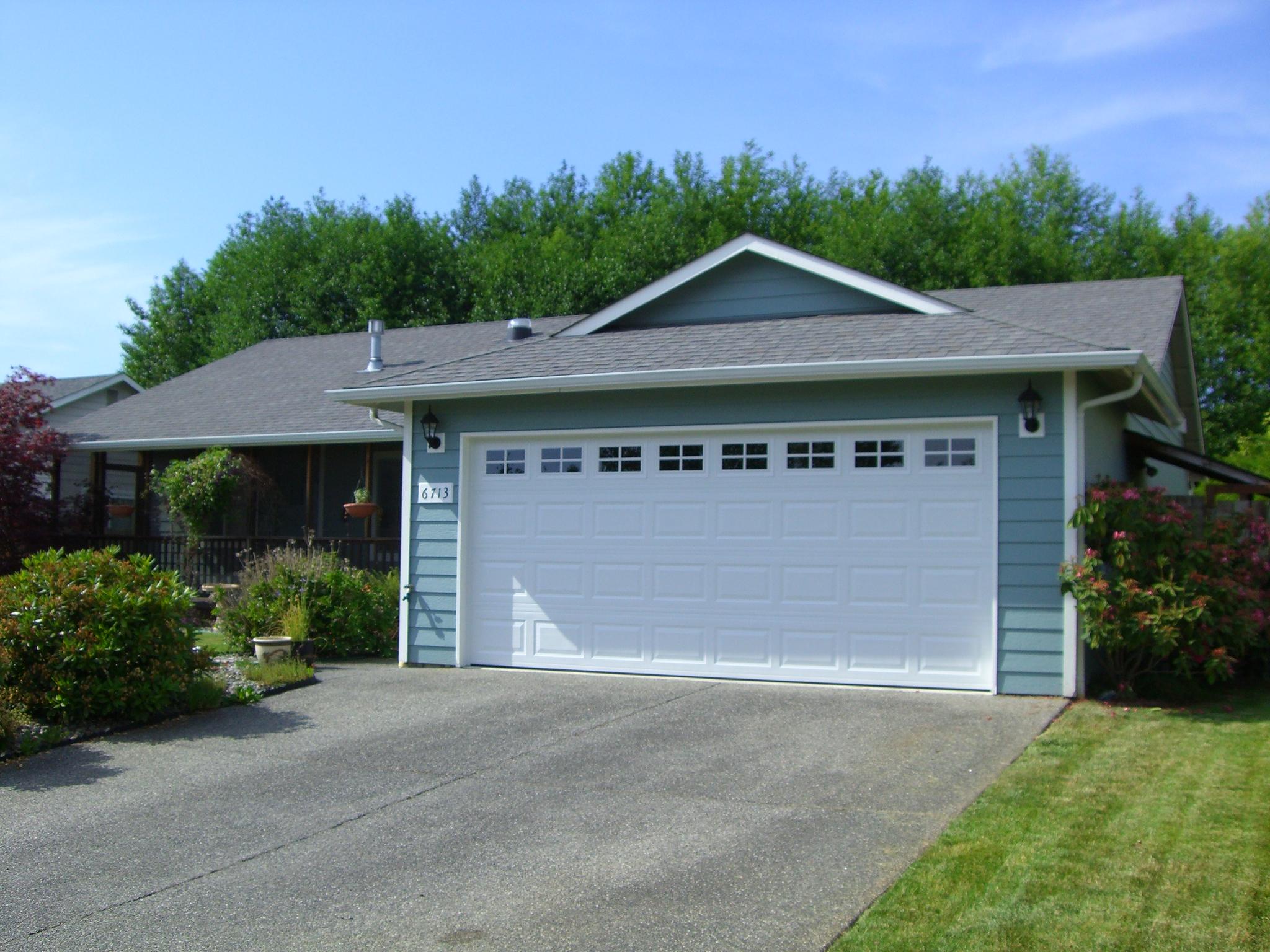 The new garage door (with windows)!