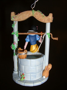 2007 keepsake Christmas ornament - Snow White