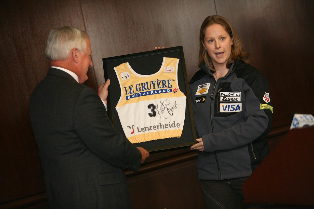 Clark presents a Lenzerheide bib to Bank North