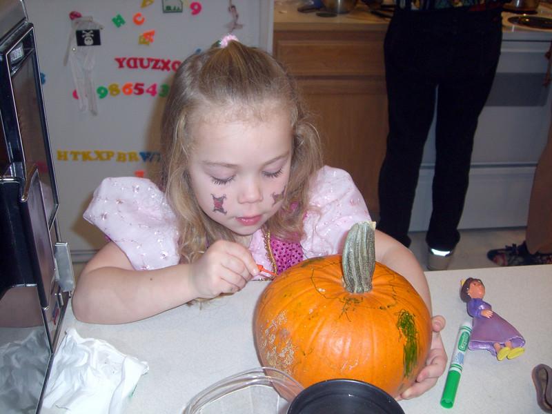 Halloween '08 - carving pumpkins