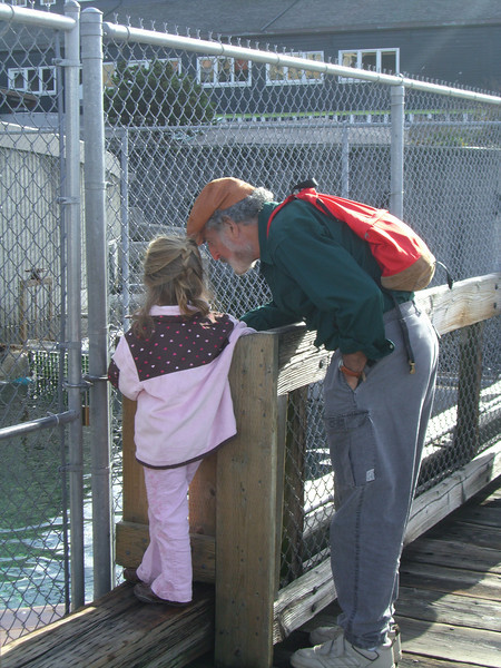 Seattle Aquarium '08 - Papa Ben talking to Kimber.