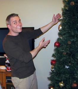 2009.11.30 - Ta-da! Decorating the Christmas tree