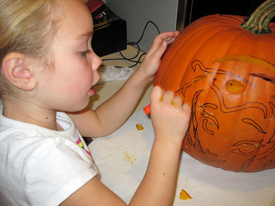 Halloween '09 - Carving pumpkins