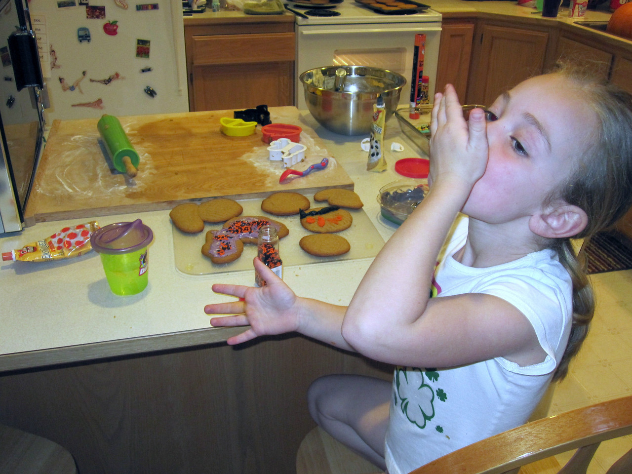 Halloween '09 - Baking cookies
