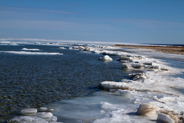 The water outside Mackinac wasn't iced over like Lake Superior and wasn't totally clear like Lake Michigan along the UP.
