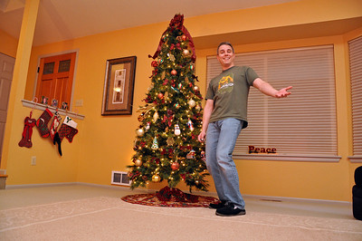 Nov '11 - Decorating the Christmas tree - trying out the remote control on my D90