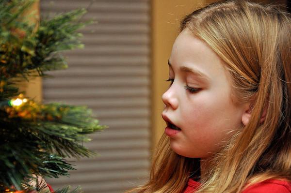 Nov '11 - Decorating the Christmas tree