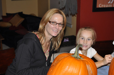 2011.10 - Carving pumpkins