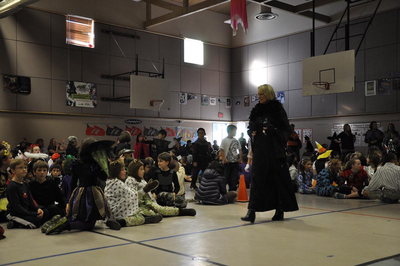 Halloween Pumpkin Parade at Columbia Elementary - Ms. Lambert, Kimber's 2nd grade teacher