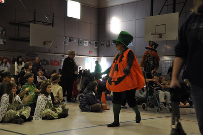 Halloween Pumpkin Parade at Columbia Elementary - Principal Eidbo leading the parade