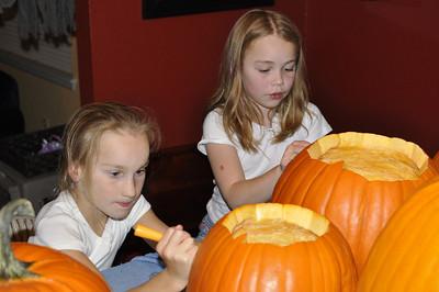 2011.10 - Carving pumpkins