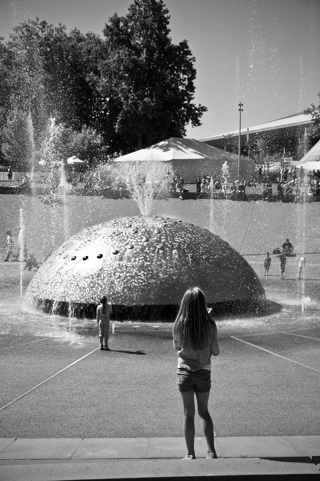 2012.09 - Bumbershoot: fountain...watching