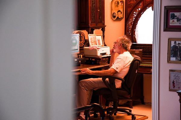 2013.03 - Trip to San Antonio - Papa Ben's computer nook