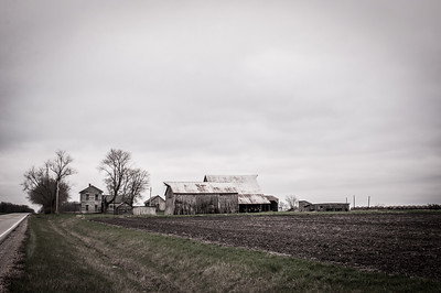 2017.03.31 - Abandoned farm house and buildings down the road (South) from the farm where Dad grew up - Tennessee, IL