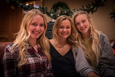 11.23.2017 - Molver girls Christmas photo