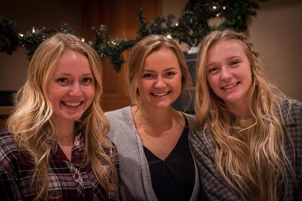 11.23.2017 - Molver girls Christmas photo