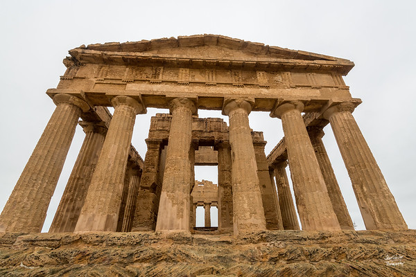 Circumnavigating the Temple of Concordia. Straight on.