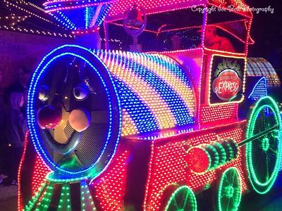 20151107-SilverDollarCity-ChristmasParade-17