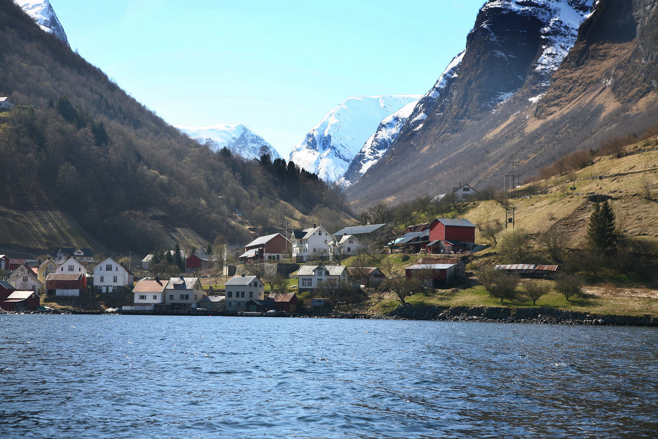 Looking at the small town of Undredal