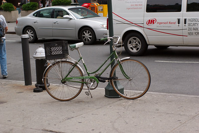 Notice the lovely milk crate on this bike,  One time I use to use those as book shelfs.  They stack up wonderfully.